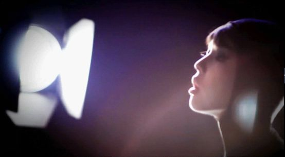 灯光炫丽美女迷人